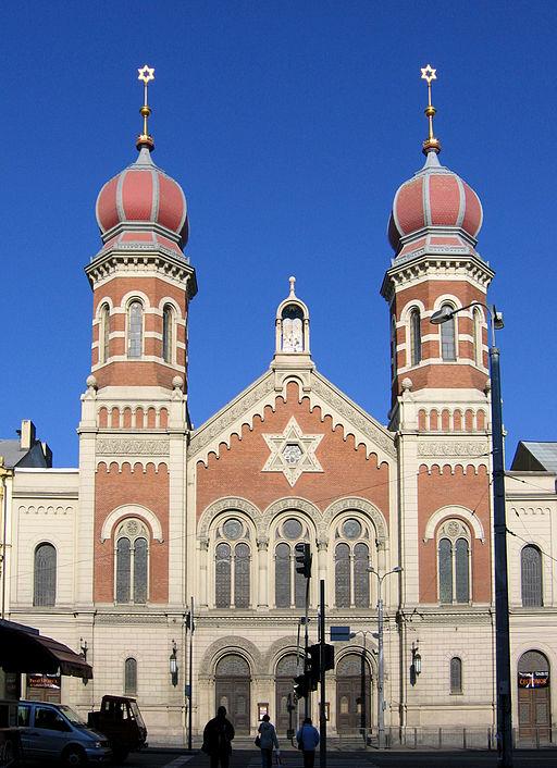 512px-Synagogue_Plzen_087