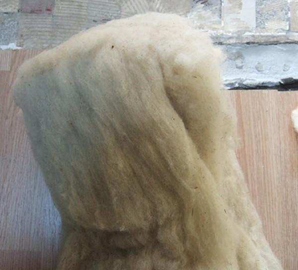 laine cardée avec paille